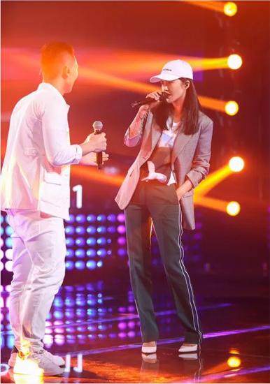 谭维维实力助阵《中国新歌声》 帮唱未来好歌声