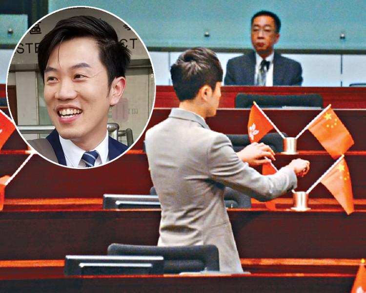 港议员郑松泰立法会内倒插国旗区旗被裁定罪名成立 被罚款5000元