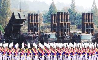 韩国举行建军69周年纪念活动 公布大批战略武器