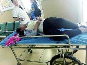 女子乘车突遇不适 司机直接将公交车开至医院(图)