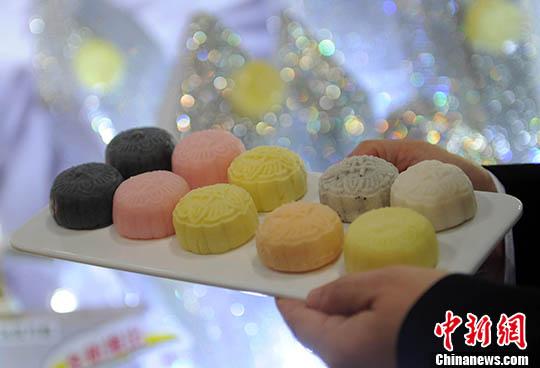 意媒:华人跨境带月饼请注意 肉馅蛋黄馅最好别带