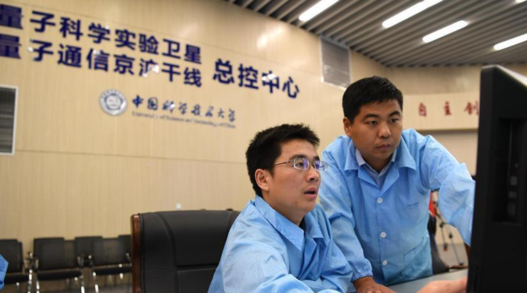 """Beijing-Shanghai trunk line"" project scientists on-site demonstrating in control centre"
