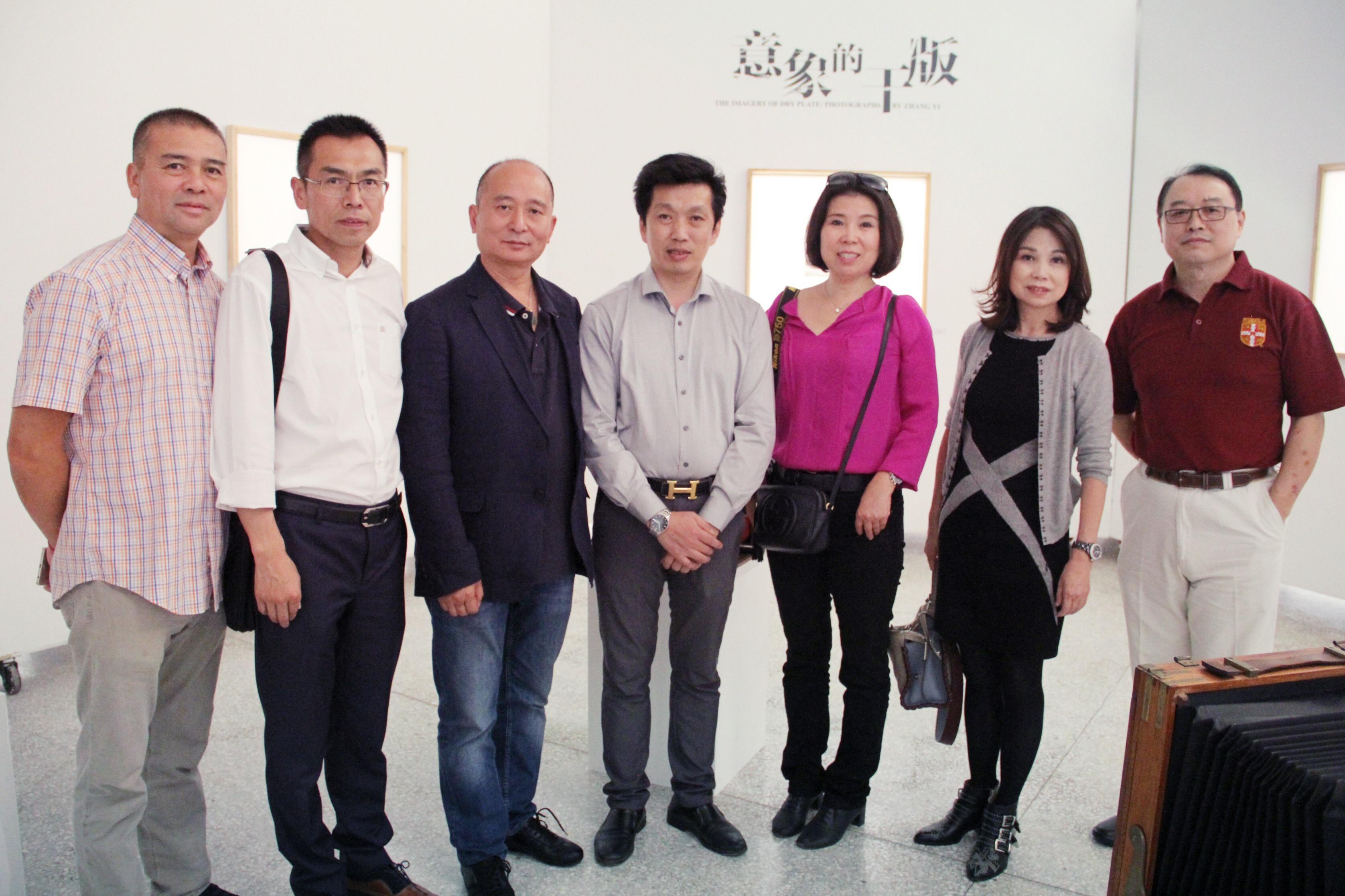 旅法华人干版摄影家章毅影像艺术展在京揭幕