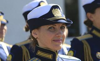 俄女飞行员宣誓颜值不输空姐