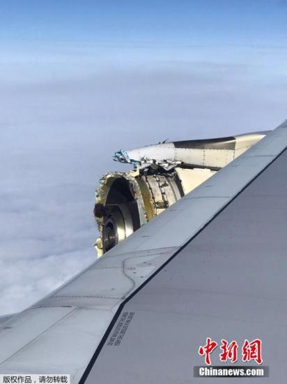 法航一客机发动机高空爆裂紧急迫降 乘客忆险情