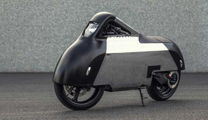 这电动摩托像是上世纪50年代科幻影片里走出来的
