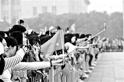 国庆节11.5万人到天安门广场观看升旗仪式