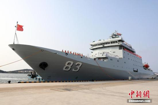 中国海军戚继光舰技术停靠阿曼塞拉莱港