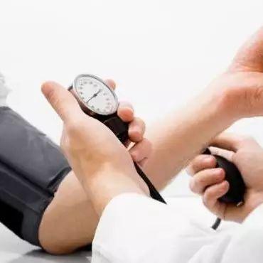 家有高血压的都要看看:经常做这7件事,你降压药都白吃了!