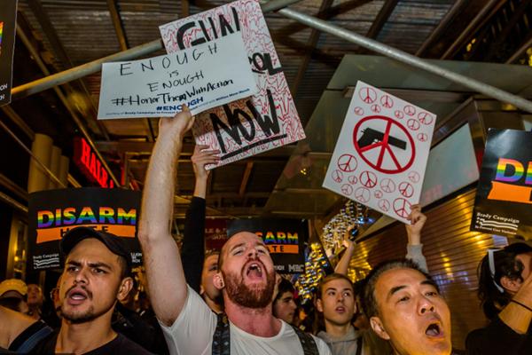 纽约爆发反枪支游行 谴责拉斯维加斯枪击案