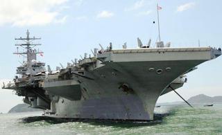 美国航空母舰里根号抵香港补给