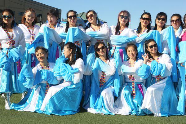 跳向世界!中国广场舞大妈亮相加拿大参加活动
