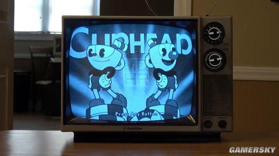 用黑白老电视玩《茶杯头》 彷佛穿越回八十年前