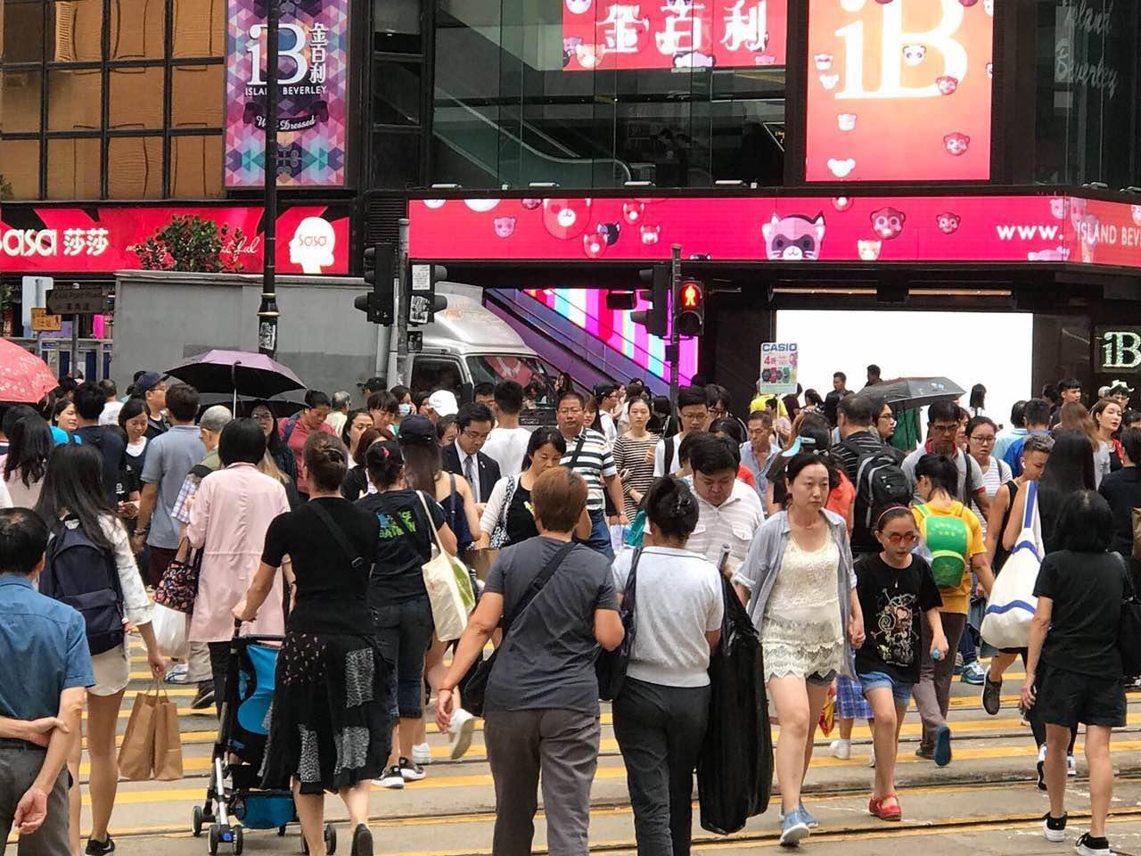 国庆黄金周内地访港数创新高 前三天每天超20万人次