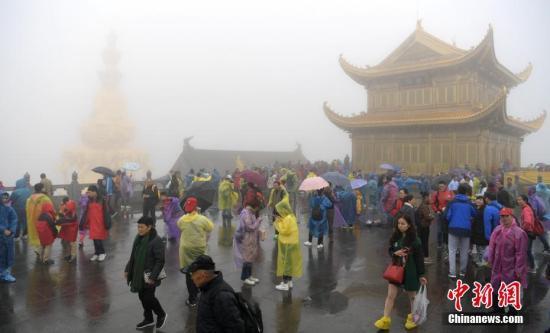 降雨降温扰动国庆假日 中国中东部地区将迎大幅降温