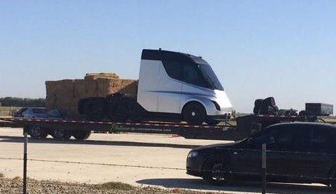 疑似特斯拉电动半挂卡车Tesla Semi谍照曝光