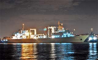 中国军舰在伦敦宿舶夜景迷人
