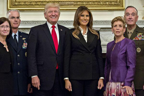 特朗普与梅拉尼娅在白宫设宴招待军方高层及配偶