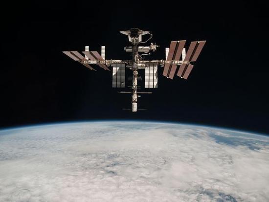 """地球同步轨道一位难求:通讯卫星遭遇""""停车难"""""""
