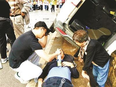 """7名医生旅途遇见车祸 组成""""现场救援队""""救人"""