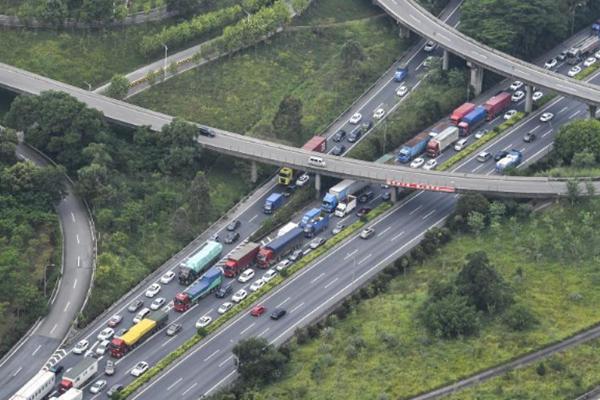 国庆长假结束在即 广州迎车辆返程高峰