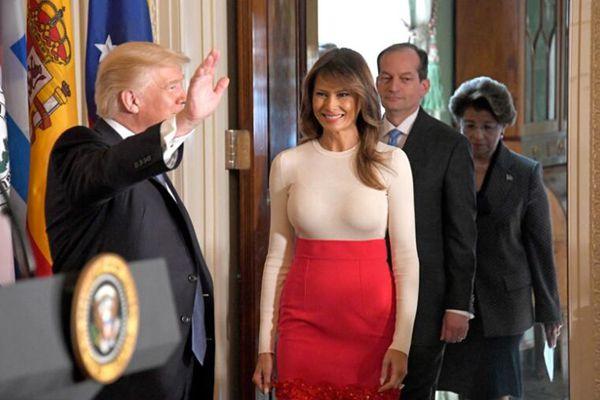 特朗普夫妇白宫举办活动 第一夫人秀好身材