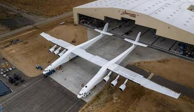 马斯克用2架波音拼出史上最大飞机 万米高空射火箭