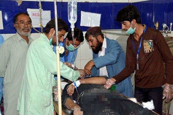 巴基斯坦小巴车与客车相撞 已致14死35伤