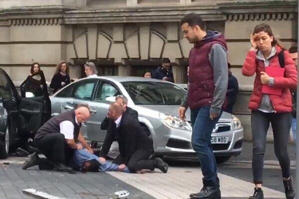 英国自然历史博物馆外汽车撞人致11人受伤