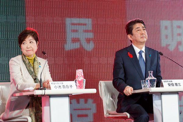 日本各党党首举行网络-电视辩论 安倍小池同框气氛略尴尬