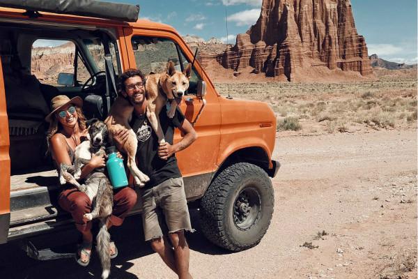 美夫妇放弃银行工作带爱犬自驾环游全美