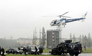国产直升机助力反恐演练紧张激烈