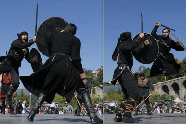 格鲁吉亚民众庆祝节日 手持剑盾激战