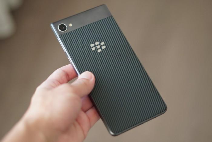 BlackBerry Motion:黑莓与TCL发全触屏新机