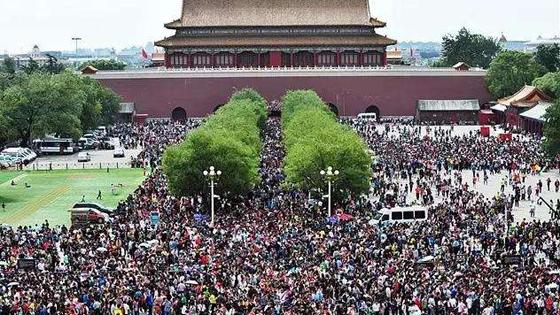 """日媒:中国""""黄金周""""引发全球旅游热潮"""