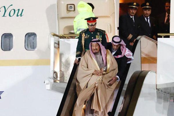 黄金电梯关键时刻掉链子 沙特国王步行下飞机