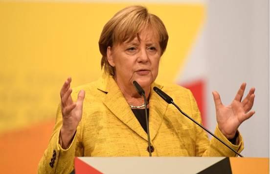 默克尔同意将德国接收难民人数设限为20万