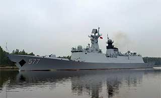 中国军舰编队通过基尔运河很壮观