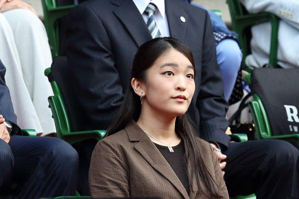 日本真子公主观看网球公开赛 朴素衣着温婉含蓄