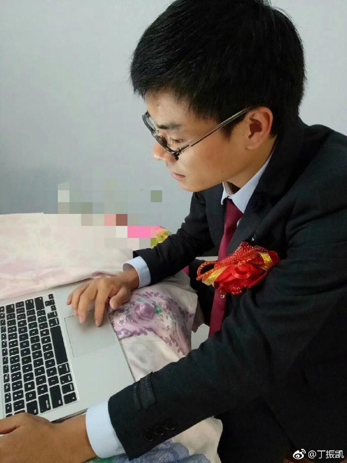 鹿晗关晓彤公布恋情 这位程序员火了