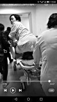 产妇脐带脱垂胎儿缺氧 医生跪姿托举29分钟
