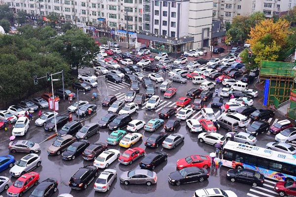 国庆节后上班首日 沈阳街头堵如停车场