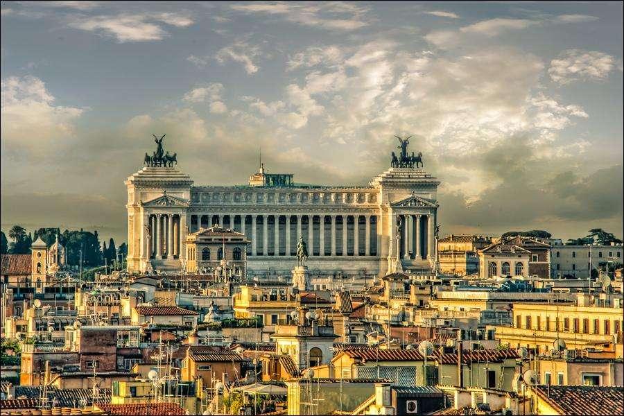 罗马一所公立中学教室楼板坍塌 幸无人员受伤
