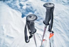 想入滑雪?#30446;?你需要这些装备