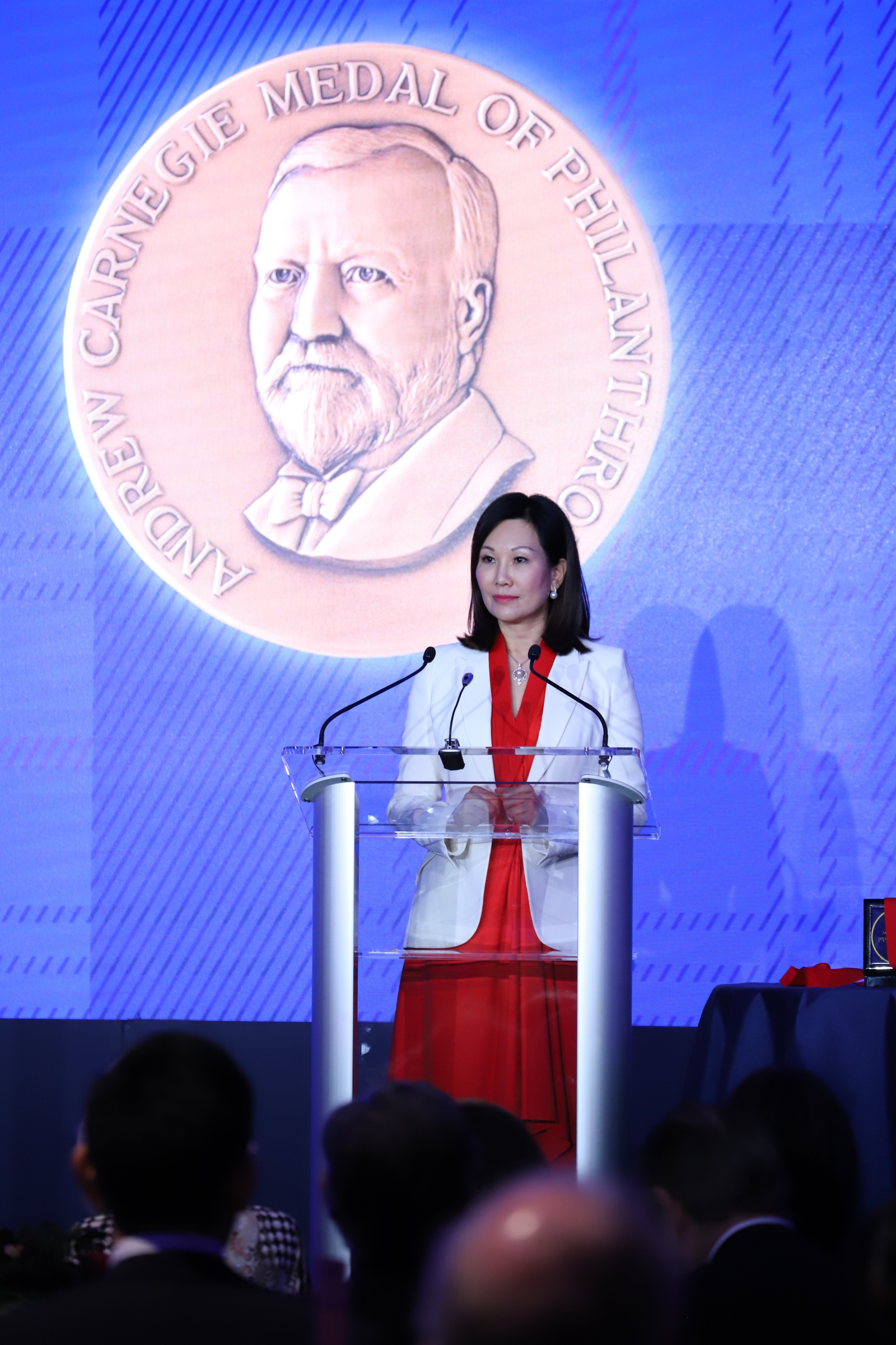 全球最高慈善奖卡内基奖颁奖 广东慈善家翟美卿女士成首位内地得主