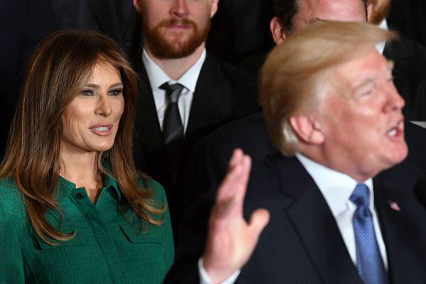 特朗普夫妇白宫接见NHL冠军 第一夫人梅拉尼娅绿裙吸睛