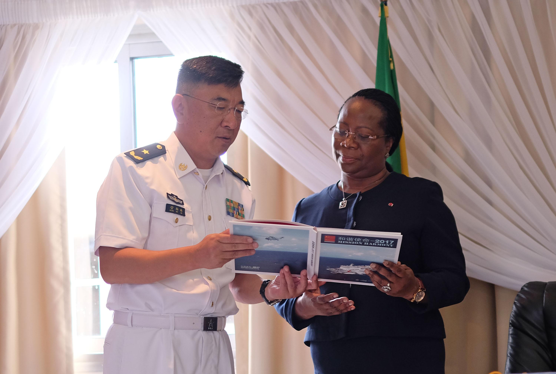 和平方舟医院船为加蓬患者进行手术获高度评价