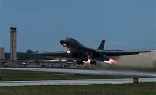 美B1B轰炸机再同日韩战机训练