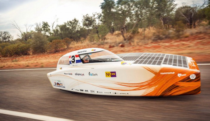 世界太阳能车挑战赛第三天:Nuon Solar队领先