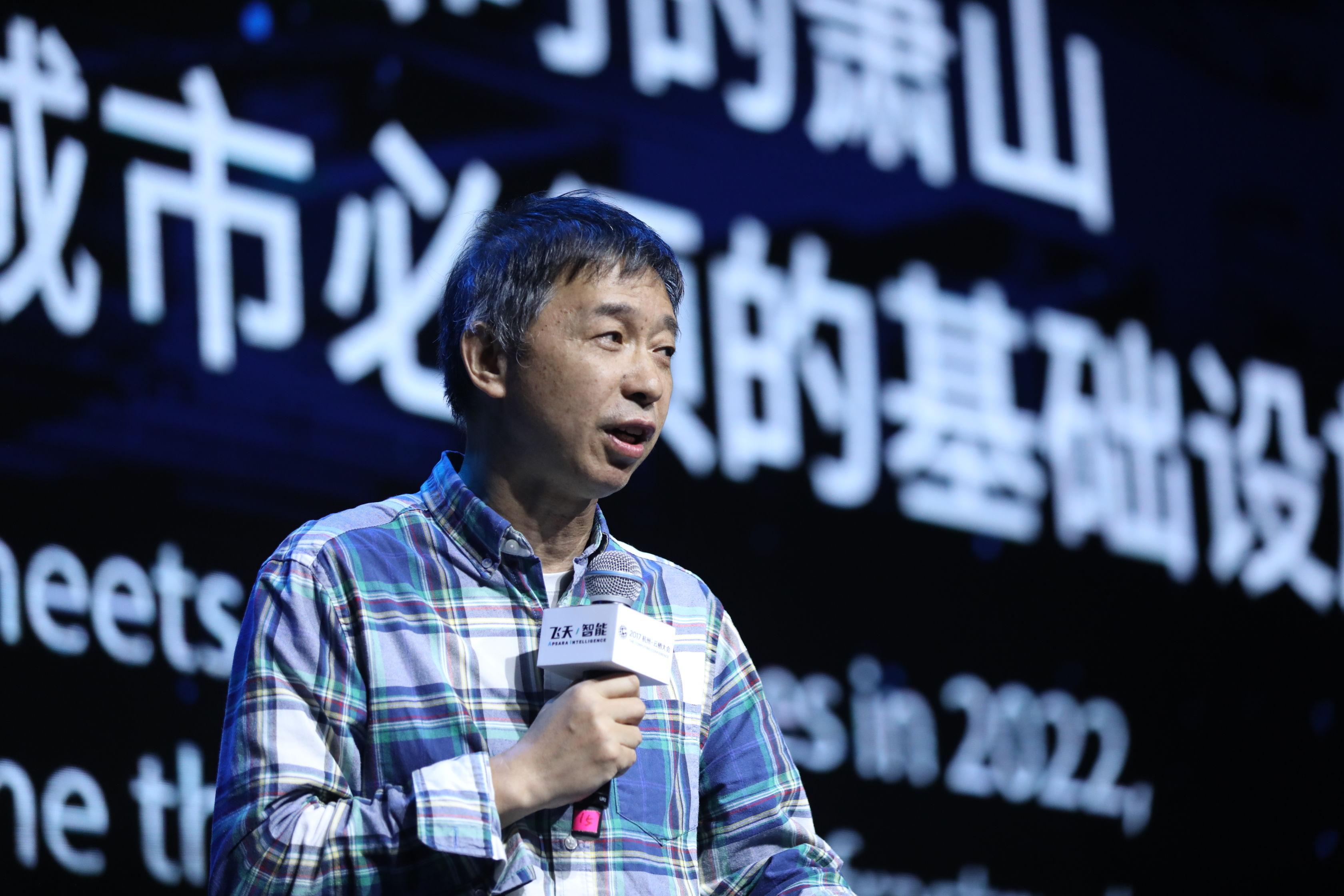 阿里城市大脑1.0发布 接管杭州128个信号灯路口